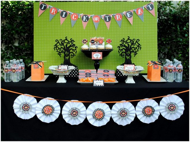 Budget-Friendly Halloween Tablescape! on http://pizzazzerie.com