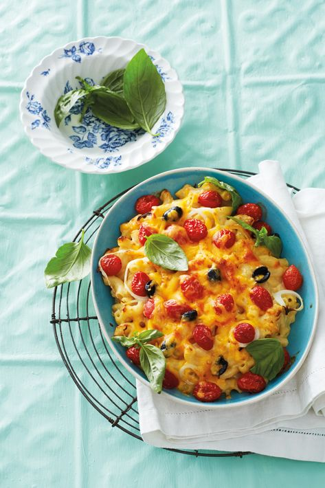 Macaroni cheese with baby tomatoes and olives