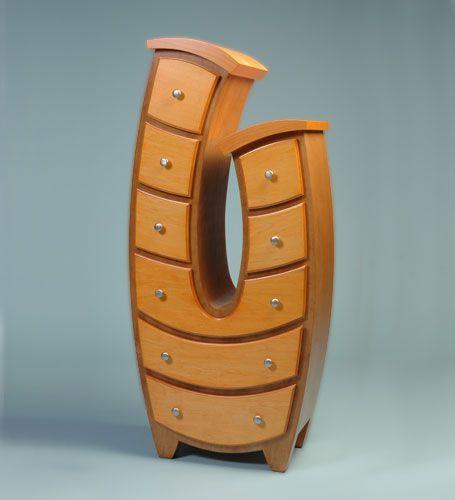 Funky furniture .  Este hace juego con el mueble  que viste tú