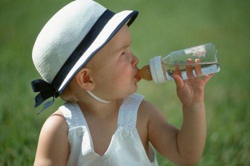 Cum sa iti imbraci bebelusul vara -->> http://sfaturi-medicale.info/cum-sa-iti-imbraci-bebelusul-vara/