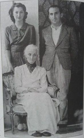 Nazikeda 1940 başı - İskenderiye - Torunu Neslişah Sultan ve Şehzade Ertuğrul Efendi ile