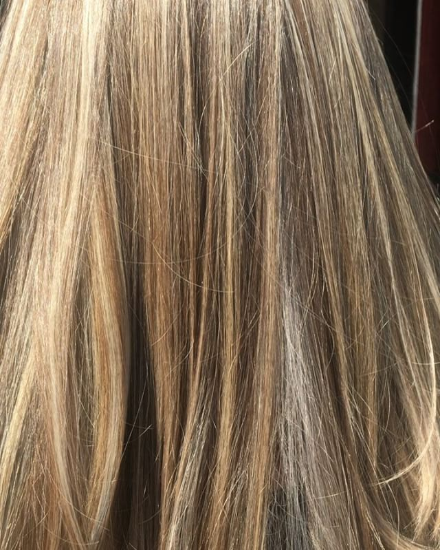 Full bleach highlights on natural light brown virgin hair. Under natural sun light #blonde #olaplex #blonde #igoraRoyal #hairofinstagram #highlights #longbeachhair #longbeach #hairtransformation #love #hair #curls #beachwaves #allaboutdahair #summer #hairbyjanetsalmeron @tcbhairstudio @janetsalmeron @olaplex @schwarzkopfpro