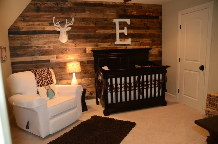 Décoration bois & marron pour cette chambre bébé garçon