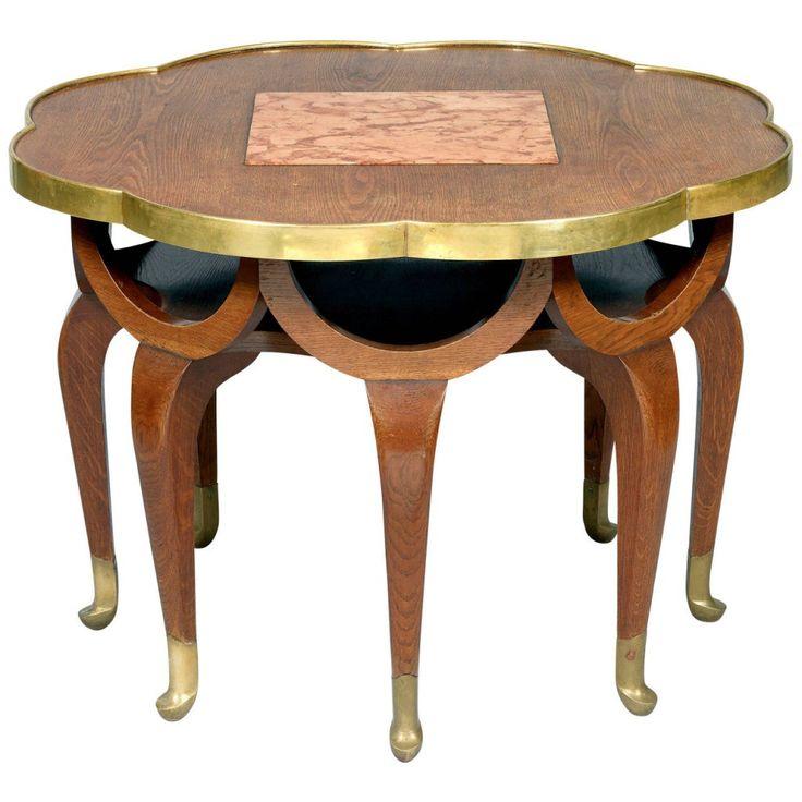 Art Nouveau dönemini belirgin özellikleri arasında farklılık en başta geldiğinde bu sehpa önceki Sanat akımlarından farklı görülmektedir