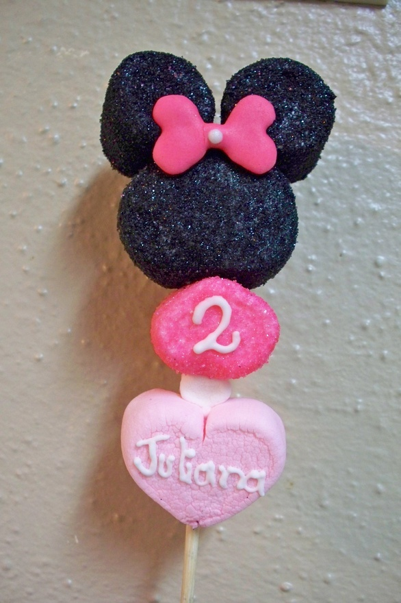 My Minnie Mouse Marshmallow pop nannirocha. For more great birthday party ideas and decorations visit Get The Party Started on Etsy at www.GetThePartyStarted.Etsy.com