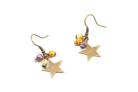 Theresa Lüe: Pendientes con estrellas y piedras en varios colores. Estrella 15 mm  de laton.