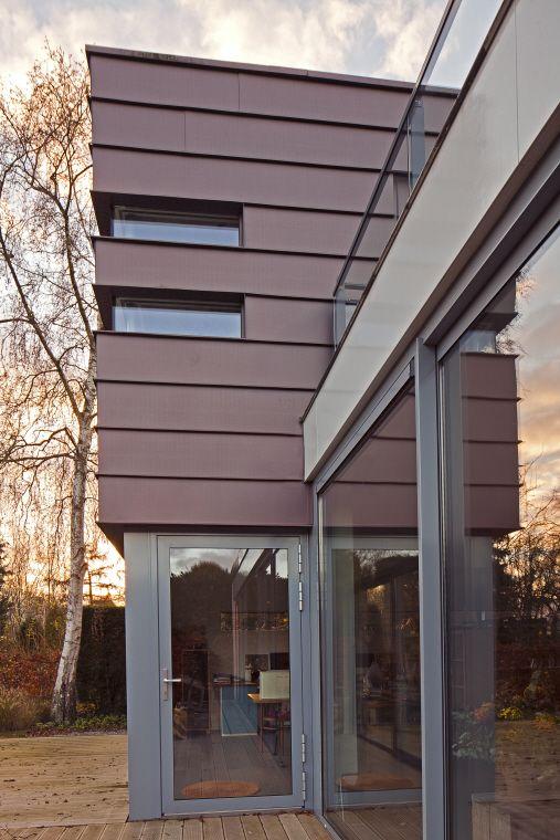 Private house, Utrecht (Netherlands) by Koemans Clemens  #pigmento #red #zinc #architecture #facade