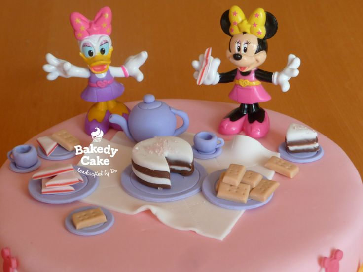 Close up of Minnie Mouse and Daisy Duck picnic birthday ...