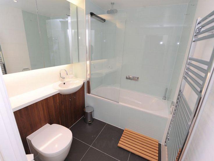 Стеклянная шторка для ванной   Стеклянная шторка для ванной – современная и элегантная деталь оформления ванной комнаты. Она не только безупречно эффектна и оригинальна, но и надежна, проста и удобна в эксплуатации и уходе.   Преимущества стеклянной шторки  Надежность конструкции  Безопасность эксплуатации и её долговечность  Простой уход.Применяется губка или средство для мытья стекол  Гигиеничность. Многие шторки покрываются антибактериальными (грязеотталкивающими) составами  Эстетичность…