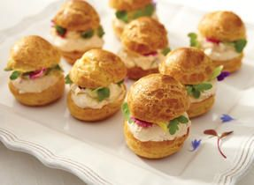 A HUGE list of hors d'oeuvres and appetizers! Take a gander for some serious party inspiration!