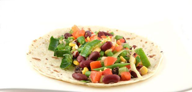 Dit recept voor de Mexicaanse tortilla met groenten en frijoles refritos is een heel gemakkelijk en gezond recept. Frijoles refritos zijn gebakken bonen.