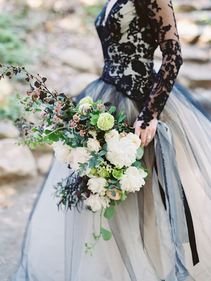 Love the black lace bodice of this dress - see, black can be pretty!