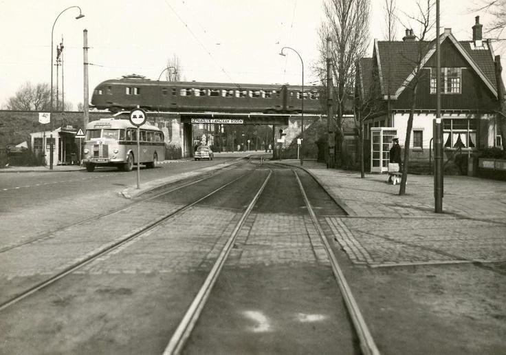 Dutch train at Leidschendam-Voorburg (NS mat 46)