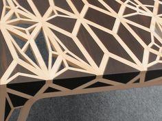 L'artiste Yves Brand'honneur a dessiné le bureau Captain's Word Is Law fait de deux bois prestigieux, celui de palissandre de Rio et l'érable sycomore. Source : hebdoblog.com