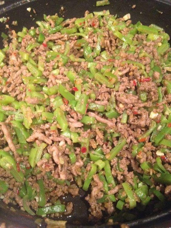 Pittige snijbonen met gehakt en Griekse kruiden