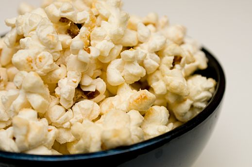 How to Make Kettle Popcorn - The Best Kettle Corn Recipe....  love love love this stuff :)