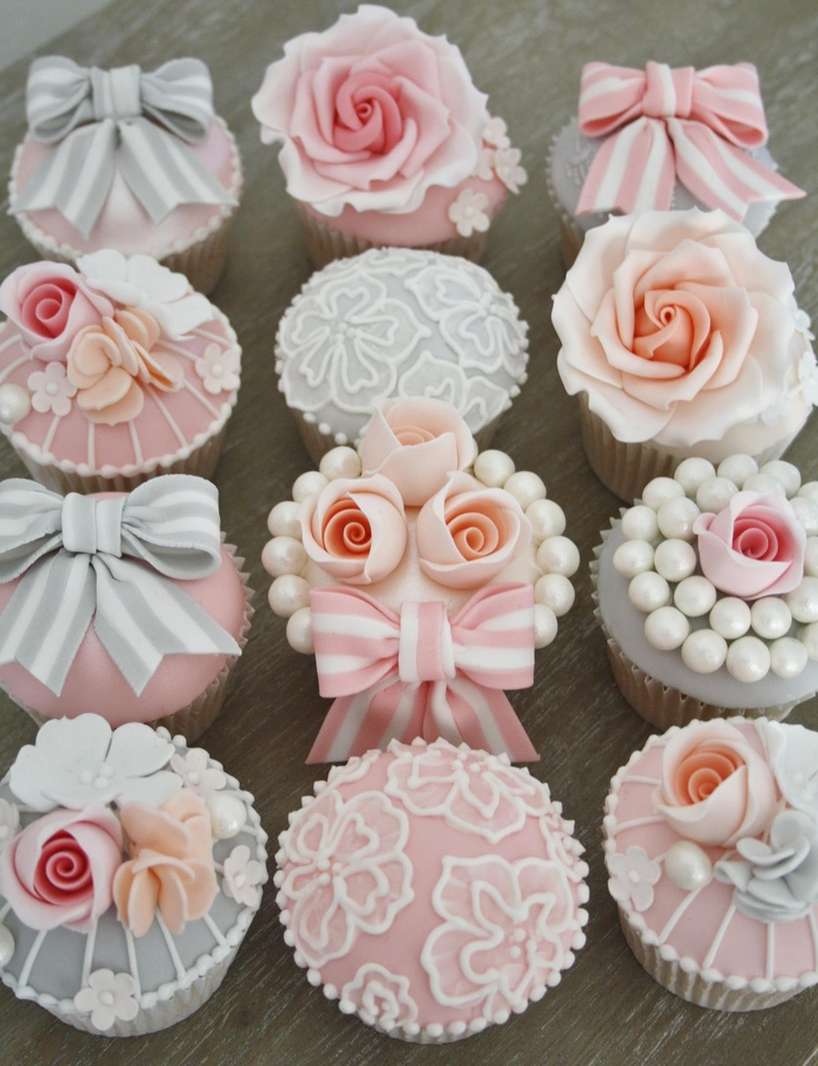 Vintage cupcakes by Cotton & Crumbs
