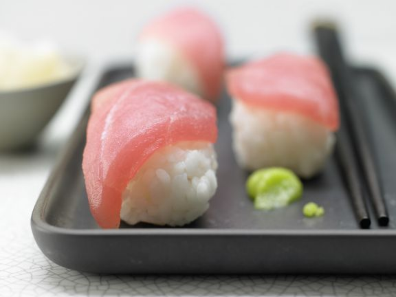Tuna Sushi with Wasabi and Ginger | Eat Smarter