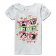 Make your little darling look pretty and adorable wearing this top from Little Kangaroos. Comfortable to wear all day long, this top is made from cotton that is soft against the skin.