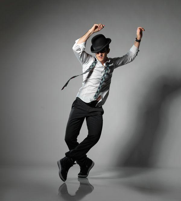 фото парень танцует настоящее время