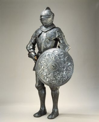 Courtesy of The Royal Armoury. //  Erik XIV:s paradrustning och sköld. Vikt 20,6 kg. // Erik XIV's parade armor and shield. Weight 20,6 kg (about 45 lbs). (http://emuseumplus.lsh.se/eMuseumPlus?service=ExternalInterface&module=literature&objectId=31016&viewType=detailView)