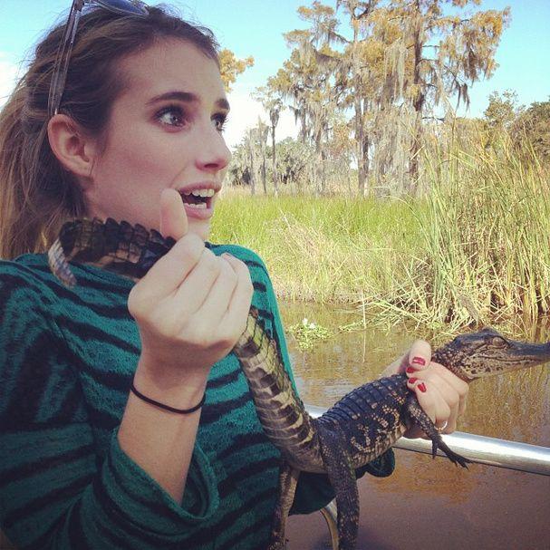 """La twitpic d'Emma Roberts @ygor Barreto : """"#SwampTour #Terrified"""" / Excursion dans les marécages #terrifiée. Glamour"""