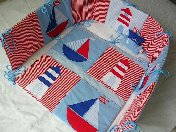 Námořnický+kapsář+na+čelo+postýlky+55x60cm+Námořnický+kapsář+na+bok+dětské+postýlky,+motivy+majáku+a+jednoduché+loďky,+barva+podkladu+světle+modrá,+na+kapsáchčervenobílýproužek+a+modrá+barva,+našité+aplikace+majáku+a+jednoduché+loďky,+uchycení+na+šnůrky,+dole+i+nahoře+4+kapsy+na+kojenecké+potřeby+polstrování+vatelínem+do+kompletu+s+kapsářem+nabízím+i+...