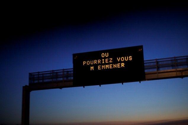 La route est depuis toujours un sujet de fascination pour les artistes. Jusqu'au 5 octobre, Le Bal (Paris) met cette fascination à l'honneur en invitant 5 artistes à faire découvrir leur vision de la route. À travers S'il y a lieu je pars avec vous, nous entrerons donc dans les univers de Sophie Calle