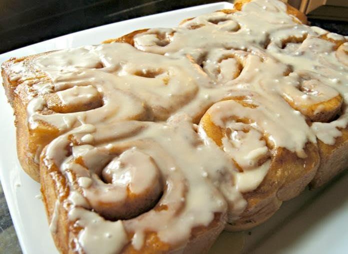 Wake Up Your Taste Buds With Bigelow Tea Vanilla Chai Tea-Infused Cinnamon Rolls | @bigelowtea