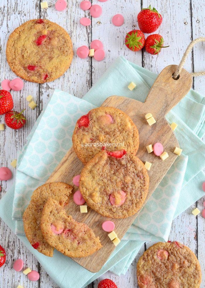 Delicious recipe for strawberry chocolate cookies - aardbeien chocolade koeken van Laura's Bakery