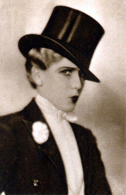 Mary Pickford                                                                                                                                                                                 Plus