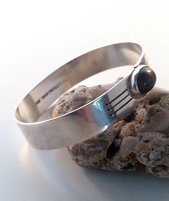 Kaunis Koru vintage sterling silver bangle. by NorthernLJewelry