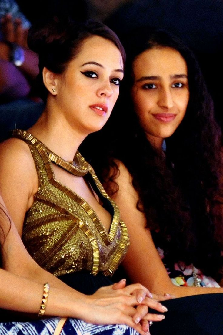 Hazel Keech watches a fashion show from the front row #Bollywood #Fashion #Style #Beauty