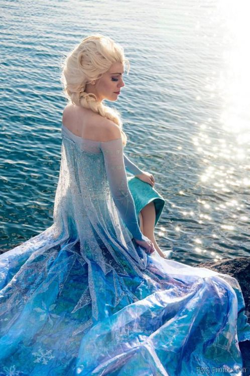 Elsa cosplay from Frozen