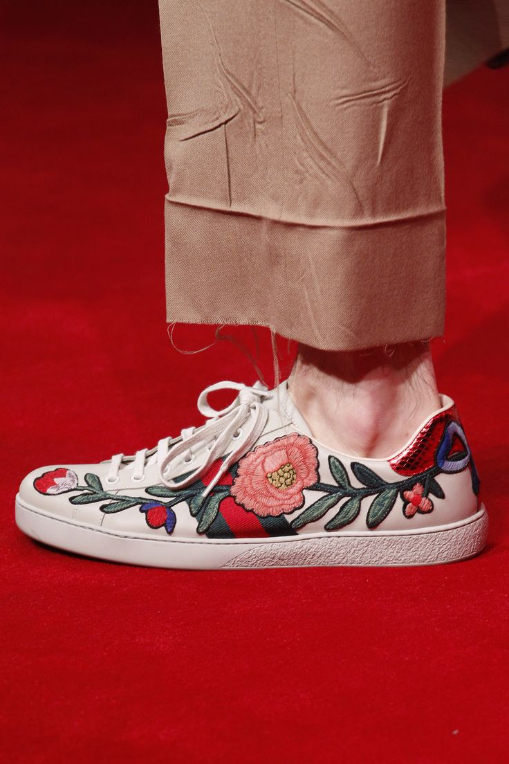 See detail photos for Gucci Fall 2016 Menswear collection.