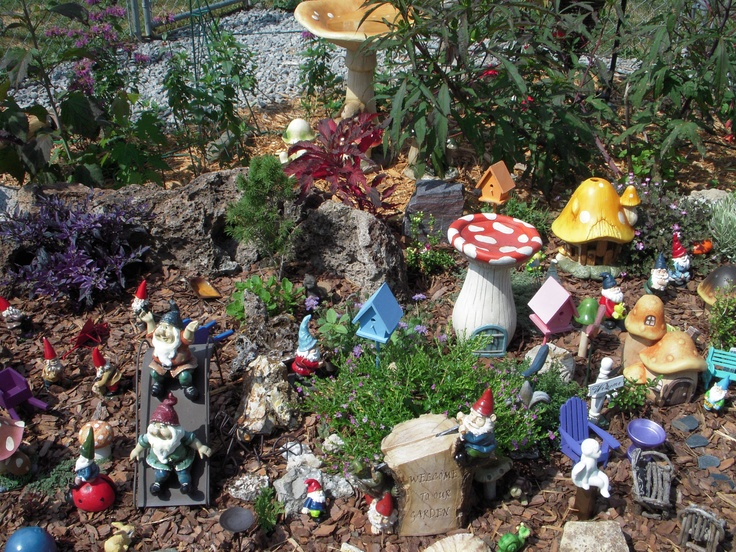 Gnome Garden Ideas novelty gardens garden of delores silies 2011 Gnome Garden