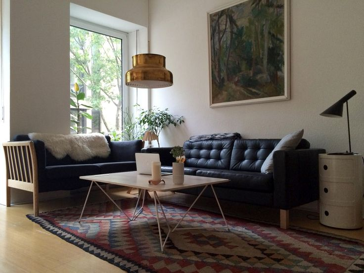 Our customer Mattia has a very stylish living room featuring the Diamond Coffee table in white.