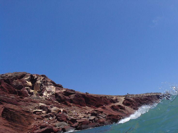 Wave – Red Beach (η Kόκκινη Παραλία), Santorini https://arturania.com/santorini