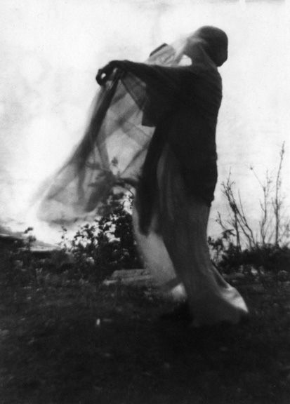 'the wind' silver gelatin print by Imogen Cunningham 1910.