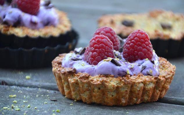 Opskrift på sunde havregrynstærter med blåbærcreme - få ingredienser og sunde nok til luksus-morgenmad!