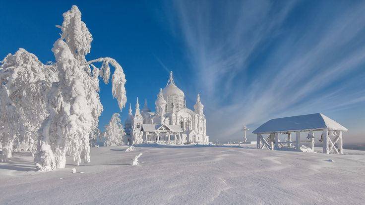 Belogorsky St. Nicholas Monastery on the edge of the Ural Mountains White, 70 kilometers from the city of Perm. Temperature at -25 ° C