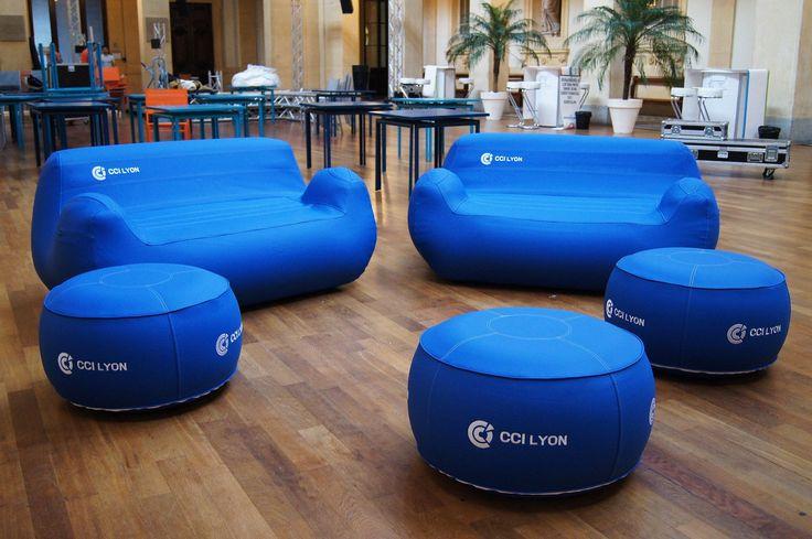 Les meubles gonflables CCI Lyon ont été fabriqués à l'unité, avec broderie, et à partir de matériaux textiles haut-de-gamme. UNC Pro est le leader de la fabrication de meubles gonflables haut-de-gamme pour professionnels. Nous travaillons avec les mêmes ateliers depuis 3 ans.