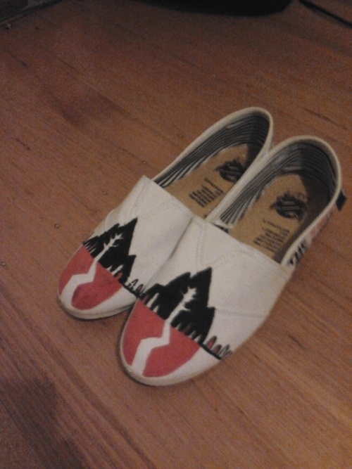 Sleeping With Sirens // Shoes!: Ohmahgosh Shoes, Sirens Shoes, Fashion, Sws Style, Sleeping With Sirens, Sirens Toms, Band Merch, Band Shoes