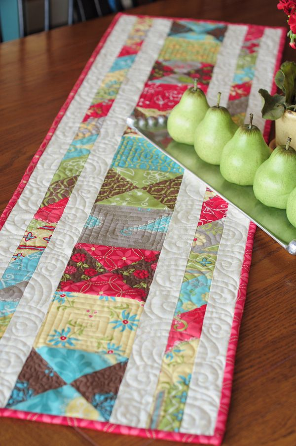 cute little table runner with several variations shown
