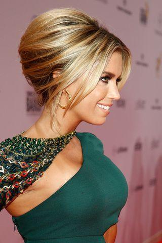 Cuando de arreglarse el cabello se trata, las mujeres cometemos nuestros errores y nuestros aciertos. Y las celebridades no son la excepción a esta regla. Hoy en iMujer, nos olvidaremos de las equivoc