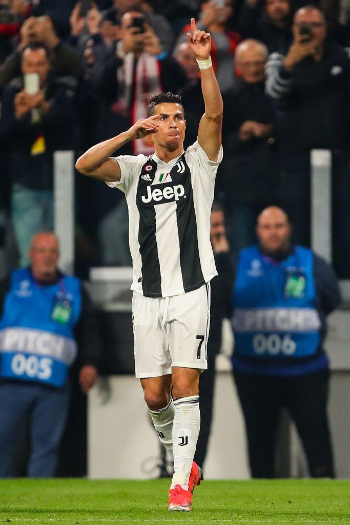 TURIN, ITALY - NOVEMBER 07:  Cristiano Ronaldo of Juven... 1