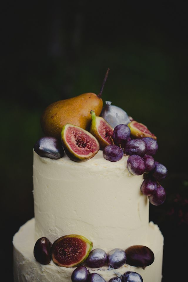 Pear and fig topped cake | Just For Love Photography | see more on: http://burnettsboards.com/2014/08/intimate-wintry-garden-wedding/