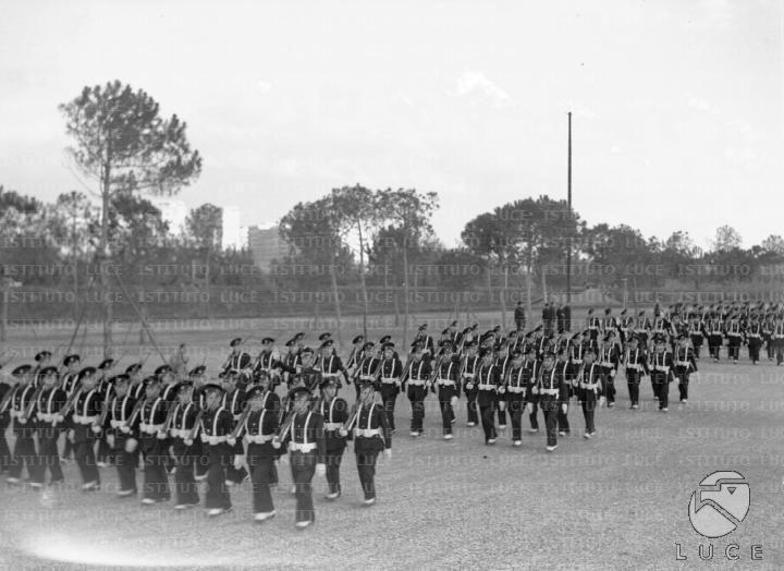 Allievi dell'Accademia della scherma sfilano al Foro Mussolini in occasione del XIV anniversario della Marcia su Roma  ATTUALITA/A35-063/A00067539.JPG