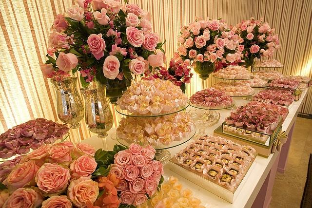 Mesa de doces by Flor e Forma, via Flickr