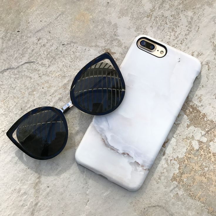 Catching some ☀️ with the Ivory White Marble Case for iPhone 7 & iPhone 7 Plus from Elemental Cases